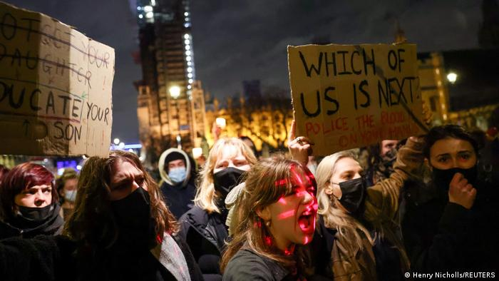 Reino Unido: dictan cadena perpetua al policía que asesinó a Sarah Everard    El Mundo   DW   30.09.2021