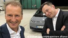 Deutschland Braunschweig Herbert Diess und Elon Musk