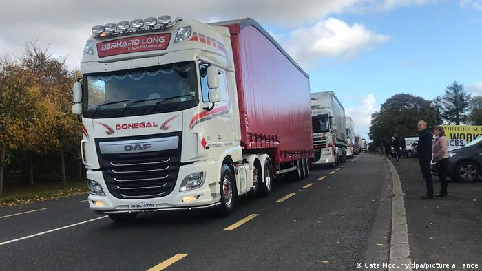 Noch einmal viele Lkw: Diesmal auf dem Weg von Donegal im Nordwesten Irlands über die Grenze nach Londonderry in Nordirland