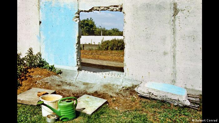 Огородная идиллия у Берлинской стены (июль 1990)