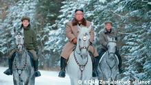 Nordkorea Mount Paektu Kim Jong Un reitet am heiligem Berg