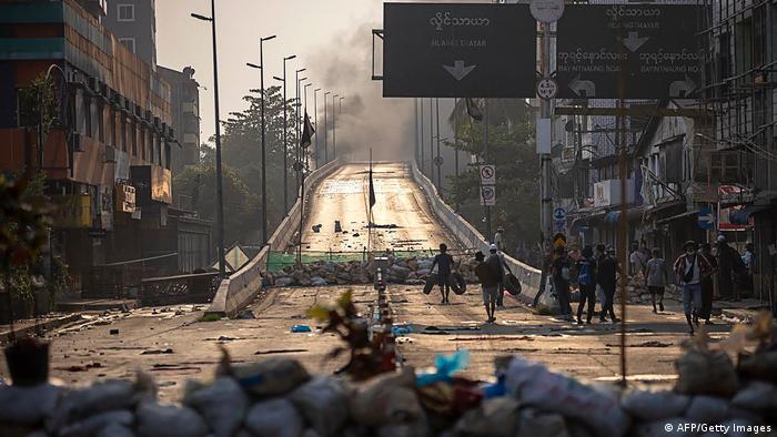 Weltspiegel 16.03.2021   Myanmar Yangon  Straßenbarrikaden