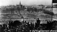 آج سے تراسی برس قبل ویانا کی اس بالکونی سے اڈولف ہٹلر کا خطاب سننے کے لیے دو لاکھ سے زائد پرجوش آسٹرین شہری جمع ہوئے تھے