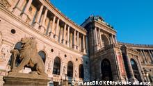 Österreich Neue Burg am Heldenplatz in Wien
