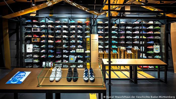 Лимитированные модели обуви на выставке Алчность