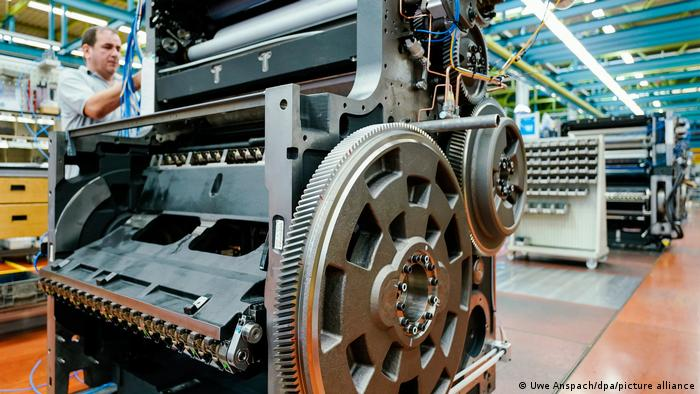 图为海德堡印刷机的生产车间