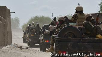 Des soldats Nigériens traquant les islamistes de Boko Haram à Bosso (sud-est du Niger)