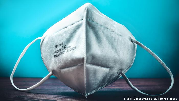 Coronavirus: Face mask, face shield, FFP2, N95, KN95 — what′s the  difference? | Science | In-depth reporting on science and technology | DW |  29.06.2021