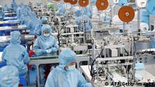 China Schutzmaskenproduktion in einer Fabrik in Lianyungang