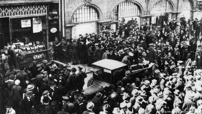 III powstanie śląskie: rozruchy w Opolu, transport rannego Niemca