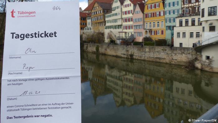 Tagesticket vor der Tübinger Altstadt