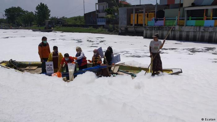 Sungai Tambak Wedi tercemar