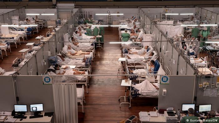 Brasil: enfermaria temporária em ginásio de Sto Andre