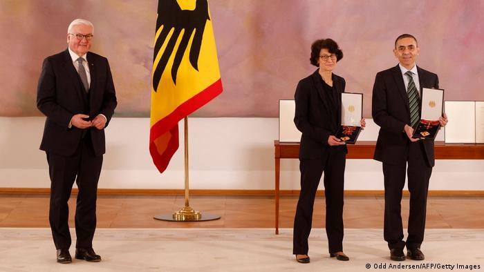 Deutschland Verleihung Bundesverdienstkreuz durch Bundespräsident Steinmeier an Ozlem Tureci und Ugur Sahin