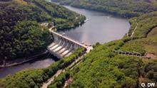Global Indien Wasserkraft Beschreibung: Strom aus Wasserkraft gilt als sauber und umweltfreundlich. Aber für ihren Bau werden Flächen gerodet und geflutet. Die Folgen sind Wassermangel und Bauern ohne Lebensgrundlage. Rechte: sind für diesen Beitrag gegeben! Copyright: DW