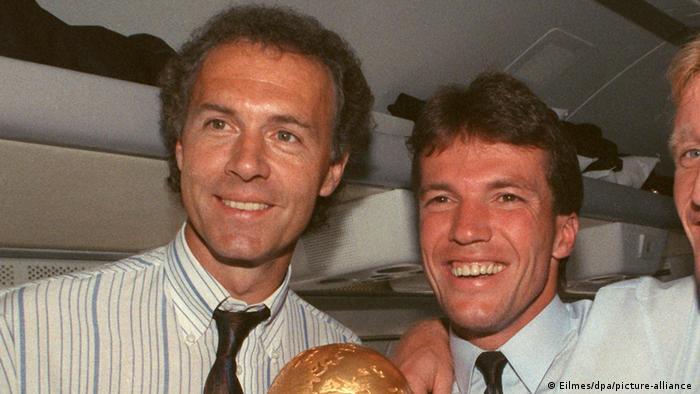 بازیکن افسانهای فوتبال آلمان دوبار در سالهای ۱۹۹۴ و ۱۹۹۶ موفتا مربیگری مونیخ را برعهده گرفت و در سال ۱۹۹۴ تیم را به قهرمانی بوندس لیگا رساند. خودش بعنوان بازیکن ۴ عنوان قهرمانی بوندس لیگا، نائب قهرمان جهان در سال ۱۹۶۶ ، قهرمان جهان در سال ۱۹۷۰ ، قهرمان اروپا ۱۹۷۲ ، قهرمان جهان ۱۹۷۴ و سال ۱۹۷۶ نائب قهرمان اروپا را دارد. او در سال ۱۹۹۰ بعنوان مربی تیم ملی آلمان را قهرمان جهان کرد.