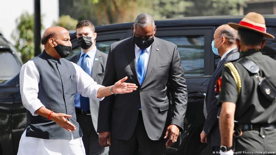 印度國防部長辛格迎接來訪的美國防長奧斯汀