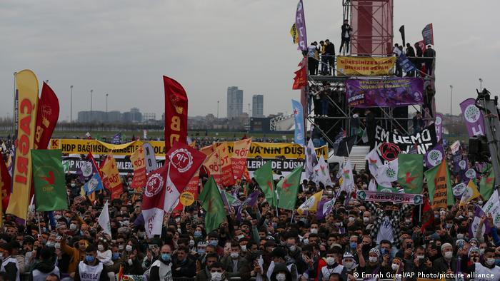 Turkish Kurds in Istanbul celebrating Newroz calling for more rights