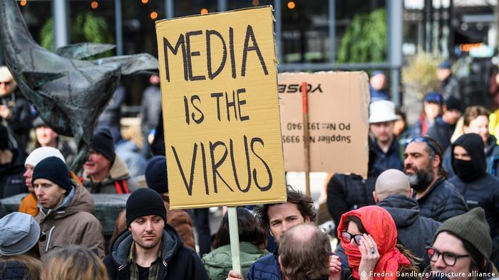 Учасники акції протесту в Стокгольмі