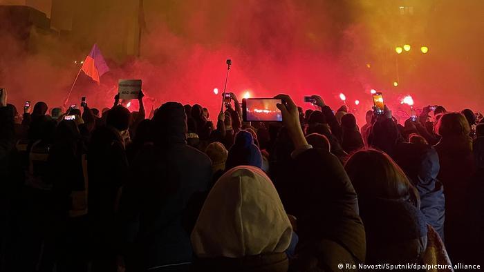 Учасники акції за звільнення Стерненка під стінами ОП