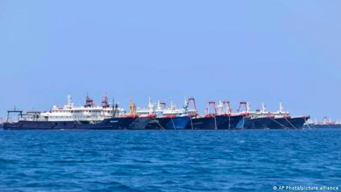 220 kapal Cina di laut Cina Selatan.