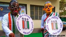 West Bengal Election commission is trying to aware people through various campaign. Mascot 'khonadadu & khonadida' of election commission Photo: Payel Samanta/DW