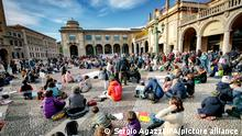 Bergamo - National School Network in Presence demonstration: teachers, parents, children in Piazza Vittorio Veneto to protest against the DAD Editorial Usage Only