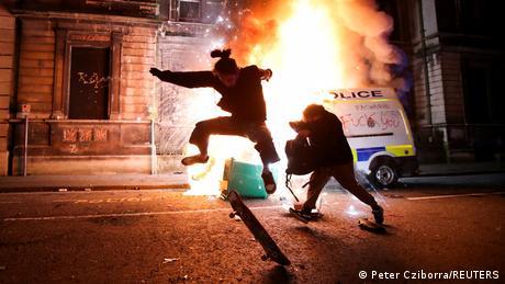 """Kill the Bill"": Διαδηλωτές κατά αστυνομίας στο Μπρίστολ"