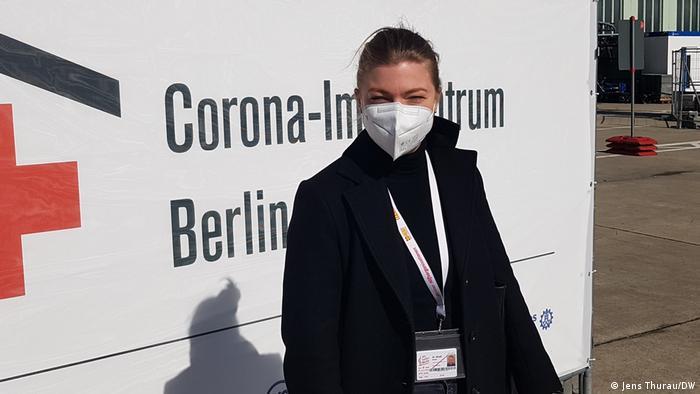 Impfzentrum Berlin-Tempelhof: Dr. Sarah Maaß ist die Geschäftsführerin des Arbeiter-Samariter-Bundes (ASB) in Berlin. Der ASB betreibt mit anderen das Corona-Impfzentrum auf dem alten Flughafen Tempelhof, Bild vom 22.3.2021