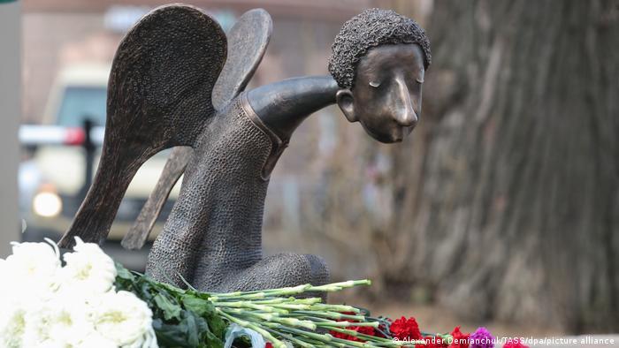 Скульптура ангела в Петербурге