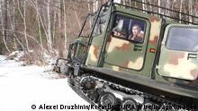 Russland Präsident Putin und Verteidigungsminister Sergei Shoig in Tuwa