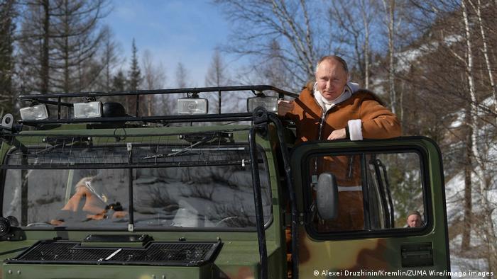 Путин управлява и всъдеход