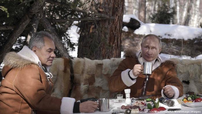 Russland Präsident Putin und Verteidigungsminister Sergej Schoigu in Tuwa