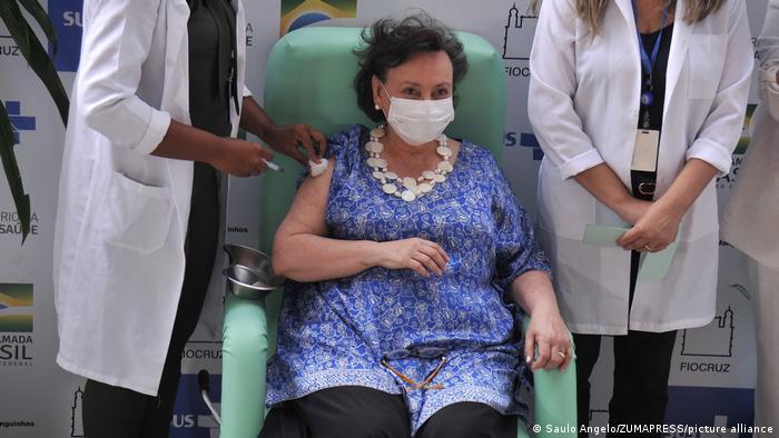 Ваксинация в болницата Фиокруз в Рио де Жанейро