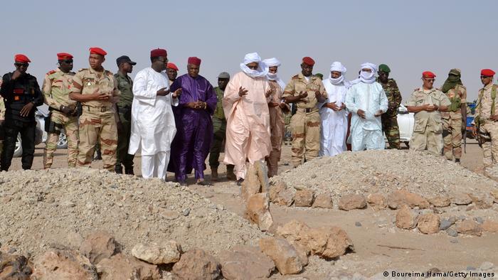 La région de Tillabéri est régulièrement frappée par les groupes jihadistes affiliés à Al-Qaïda ou à l'Etat islamique (EI).