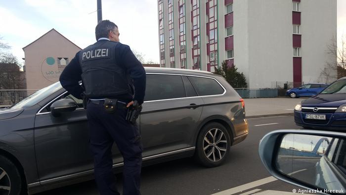 Niemiecka policja kontroluje kierowców na granicy z Polską