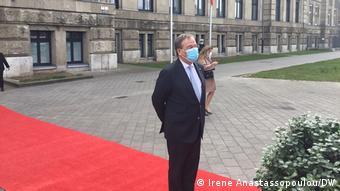 Ο Άρμιν Λάσετ στο κόκκινο χαλί στο Ντίσελντορφ. Θα πατήσει το κόκκινο χαλί και στο Βερολίνο;