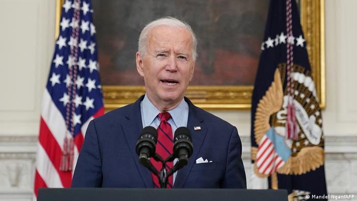 Joe Biden discursa na Casa Branca