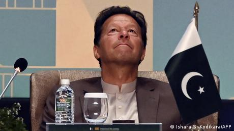 <div>Pakistan: PM Khan is the 'first helper of the military to harass journalists'</div>