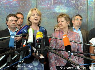 Hannelore Kraft announces the decision to enter a coalition with the Greens