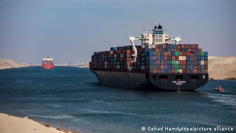 Ägypten Schifffahrt im Suezkanal