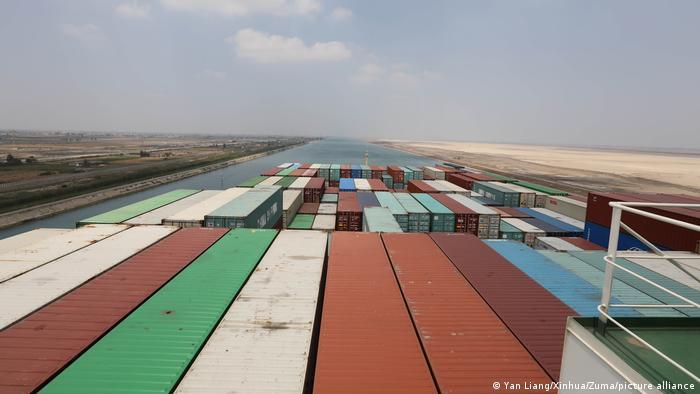 Plus de cinquante navires passent, en moyenne, chaque jour sur le canal