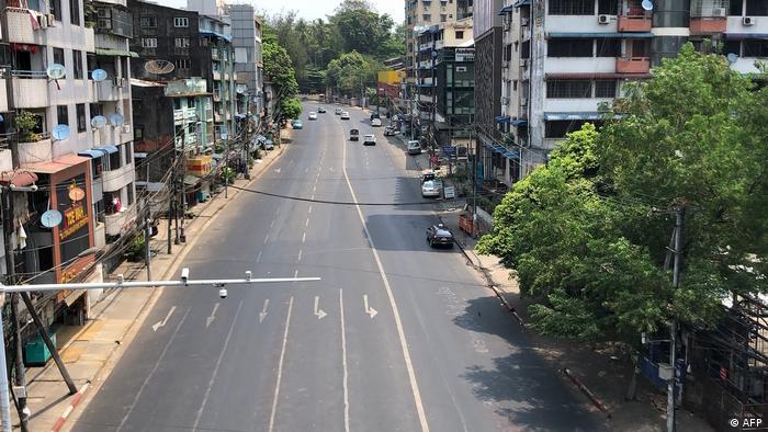 بسیاری از خیابانهای کلانشهر یانگون امروز خالی است. مردم در اعتراض به دولت نظامی به محل کار خود نمیروند یا به خیابان نمیآیند.