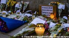 Pa Mynttorget vid Riksdagshuset i Stockholm har männsikor tänt ljus och lämnat blommor till minne av dom som dött av det nya coronaviruset, covid-19. Stockholm Sverige x2512x *** Pa Mynttorget at the Riksdagshuset in Stockholm, people have lit candles and left flowers in memory of those who died of the new corona virus, covid 19 Stockholm Sweden x2512x, PUBLICATIONxINxGERxSUIxAUTxONLY Copyright: xWIXTRÖMxPETER/Aftonbladetx Minnesplats för coronans offer