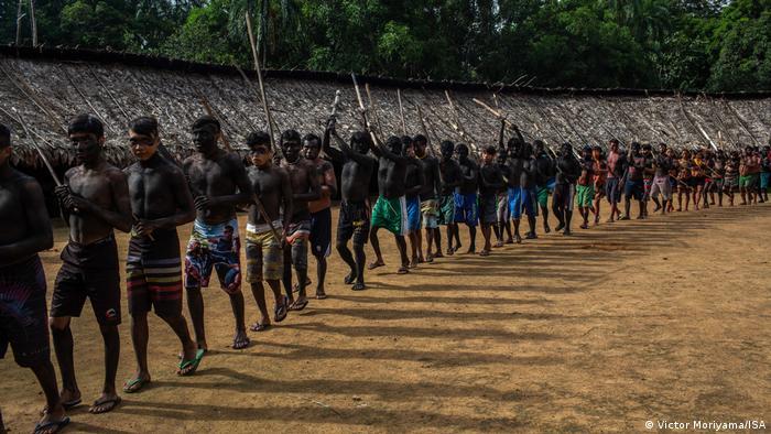 Indígenas ianomâmis