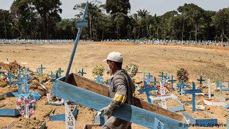 Bildergalerie Brasilien Coronavirus   Reportage Jonathan Alpeyrie   Manaus