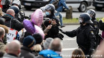 Κάσελ, αστυνομία εναντίον διαδηλωτών