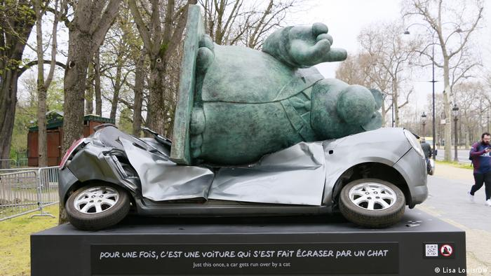 Cat invasion in Paris: artist Phillippe Geluck's art hits the Champs-Elysées