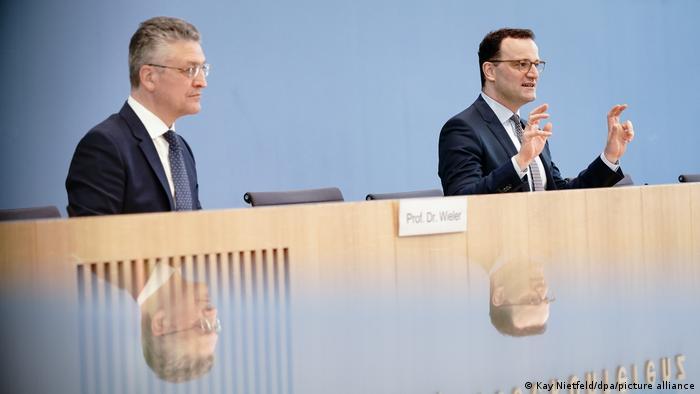 Lothar Wieler (solda) ve Jens Spahn