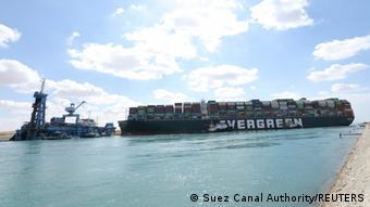 L'Ever Given bloqué sur le canal pèse plus de 220.000 tonnes